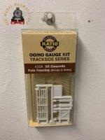 Ratio 432A SR Precast Concrete Fencing Ramps & Gates - OO Gauge
